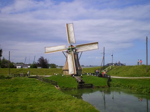 מוזיאון פתוח - טחנת רוח על הים שהפך לאגם